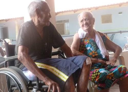 Colaboradores da Brasil Price visitam a Casa do Idoso de Araguaína