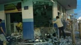 Ladrões explodem caixa eletrônico e destroem farmácia em Araguaína