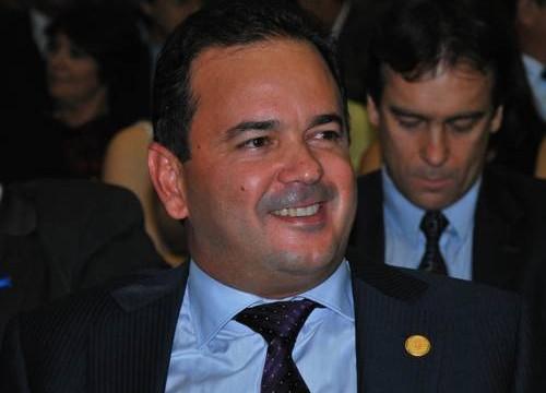 Em programa partidário, Roberto Pires diz que maior desafio do Estado é estimular instalação de empresas