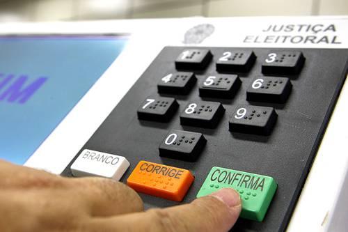 Votação eletrônica em 2016 está garantida com nova meta fiscal