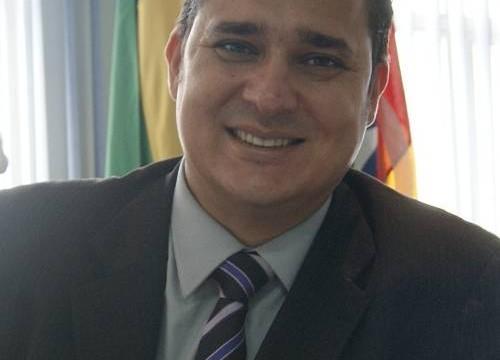 Prefeito define Divino Bethânia como líder do Executivo na Câmara