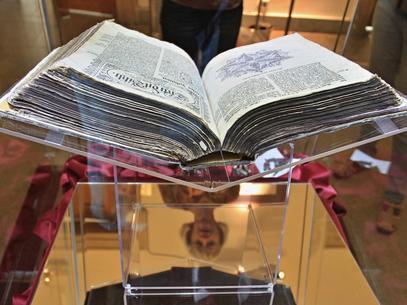 Bíblia no bolso salva a vida de motorista nos EUA