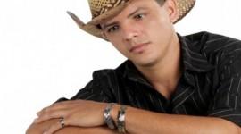 Cantor morre após receber descarga elétrica durante show em Araguaína