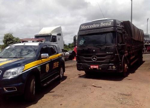 Em Araguaína, dois veículos são flagrados e retidos pela PRF com quase vinte toneladas de excesso de peso