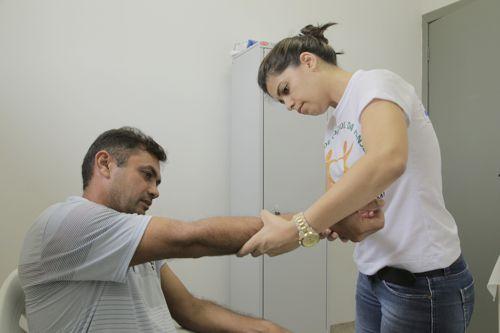 Famílias recebem equipes de saúde no combate à hanseníase