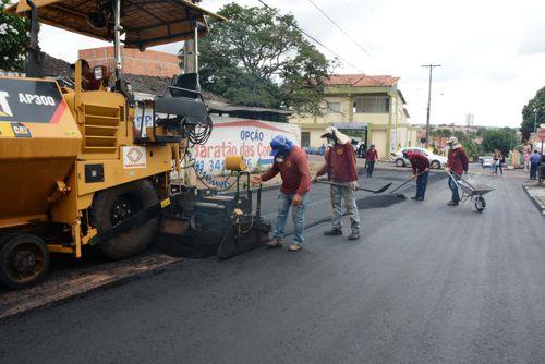 Prefeitura continua recapeamento das ruasmesmo no período chuvoso