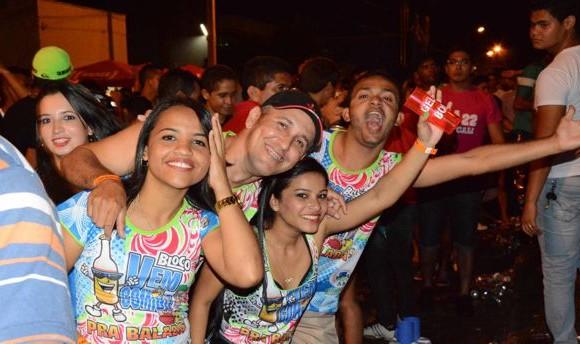 Foliões lotam circuito nas duas primeiras noites do Carnabalada 2015