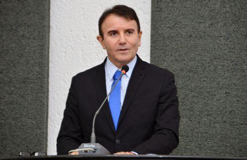Eduardo Siqueira cobra reativação do Portal da Transparência, redução de comissionados e pagamento da data-base