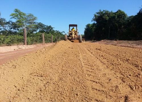 Prefeitura reconstrói estradas vicinais da zona rural de Araguaína