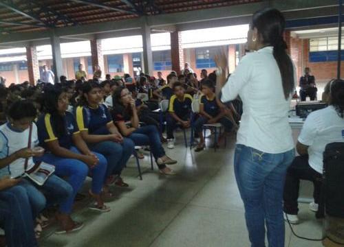 CCZ de Araguaína promove palestras sobre Dengue e Febre do Chikungunya