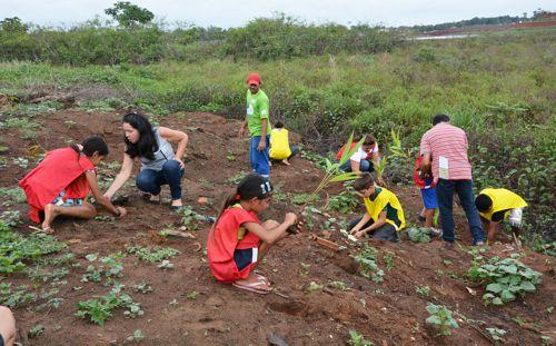 Mais uma etapa do Projeto 'Lago Mais Azul' mobiliza estudantes nesta sexta