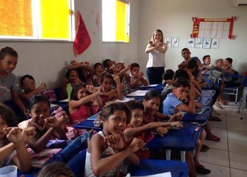Prefeitura vacina crianças contra hepatite A no Costa Esmeralda
