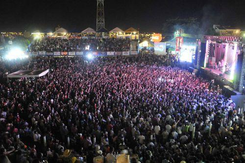 Expoara: Quarta-feira tem leilão, torneios e show de Bruno e Marrone