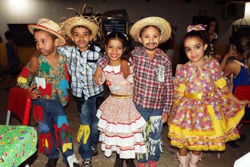 Escolas e creches municipais realizam festejos juninos