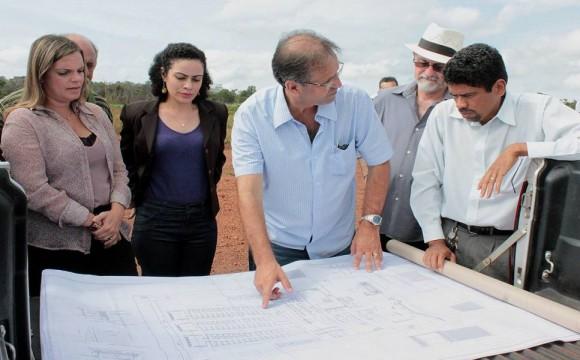 Governador visita área de construção do Complexo Prisional