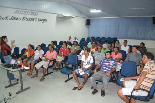 Após reunião com Prefeitura, 45 ambulantes formalizam seus negócios
