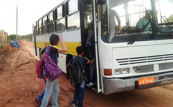 Prefeito de Araguaína retoma transporte para alunos da rede estadual