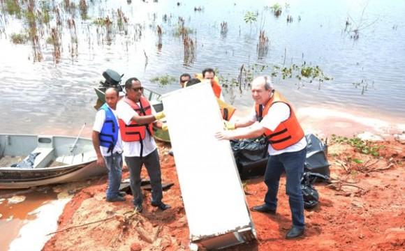 Limpeza do Lago recolhe cerca de três toneladas de lixo