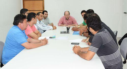 Prefeitura e Aciara discutem com ambulantes pontos para comercialização