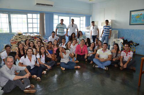 Acadêmicos de ODONTOLOGIA da FACIT doam mais de 730 quilos de alimentos à APAE