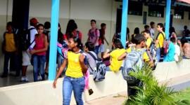 Rede estadual de ensino retoma atividades e estudantes comemoram
