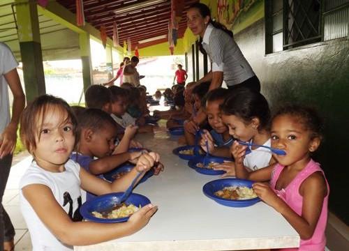 Alunos da Educação Infantil em Araguaína recebem complemento na merenda
