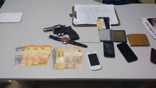 Em Araguaína, PM aprende menores com uma arma de fogo e recupera objetos roubados