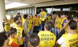 Policiais civis que estavam em greve receberão, em até 5 dias, salários descontados do Governo