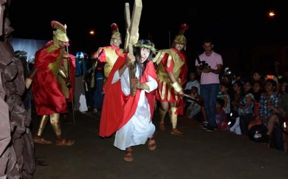 Tradicional Via Sacra emociona araguainenses