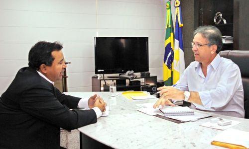 Governador recebe deputado e discute obras para Araguaína e região