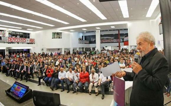 'Terceirização só tem um ganhador: o patrão', diz Lula
