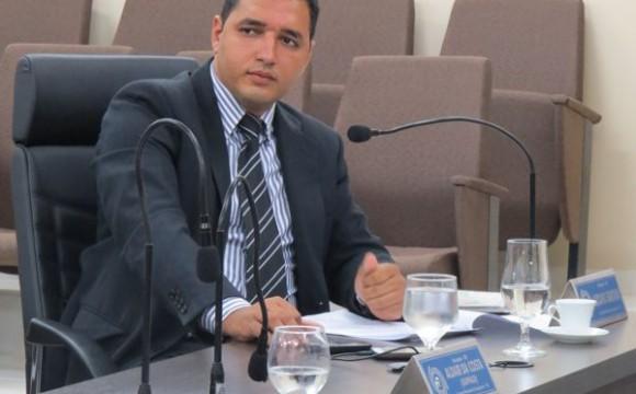 Vereador Luciano Santana cobra da prefeitura limpeza emergencial das áreas públicas