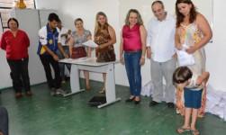 Prefeitura de Araguaína entrega quimonos para alunos de karatê dos CRAS