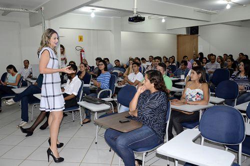 Aprisionamento de adolescentes não resolve o problema de segurança, alerta Defensora