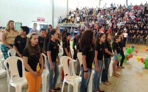 Alunos da Rede Municipal participam de formatura do Proerd