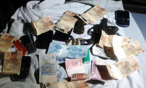 Dois suspeitos são detidos pela PM por roubo em Araguaína
