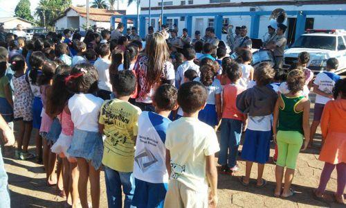 2º Batalhão da PM recebe visita de crianças em Araguaína