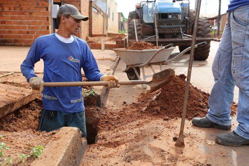 Prefeitura de Araguaína intensifica limpeza de bueiros no período de chuvas