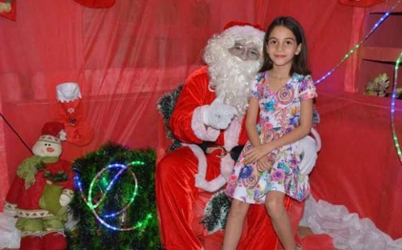 Papai Noel faz abertura oficial da Vila de Natal em Araguaína