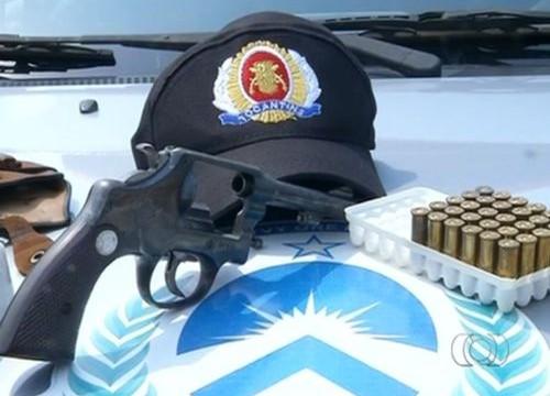 Armas e drogas são apreendidas em um ônibus na BR-153, em Araguaína