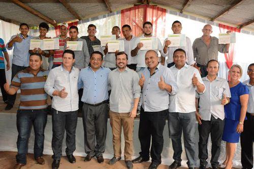 Em cerimônia emocionante, 13 internos encerram tratamento na Comunidade Vida Nova