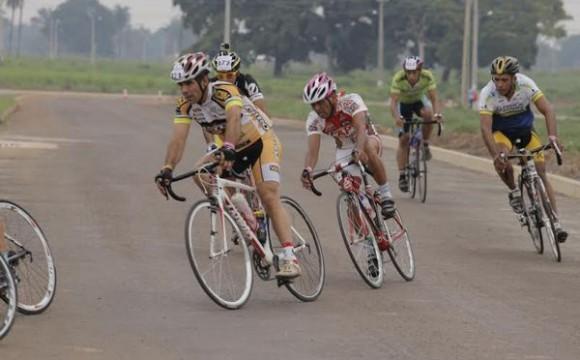 Volta Ciclística reúne dezenas de atletas em Araguaína