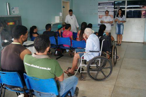 Pacientes da UPA e HMA recebem orientações sobre o combate à Hanseníase