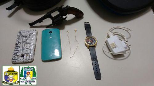 PM recupera objetos roubados e prende dois com arma de fogo em Araguaína