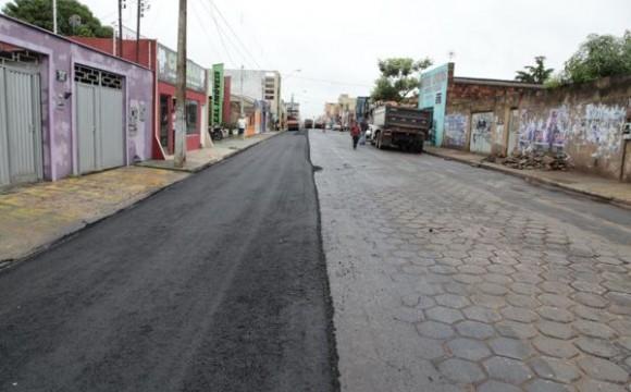 Iniciada recuperação da Rua Primeiro de Janeiro com CBUQ