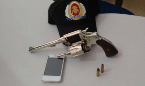 Arma de fogo e veículo furtado são apreendidos pela PM em Araguaína, casal de suspeitos é preso