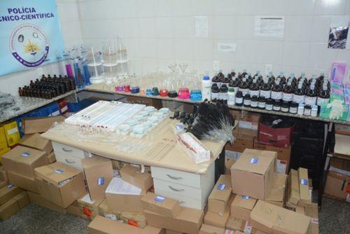 Laboratórios da Polícia Científica recebem novos equipamentos e reagentes químicos