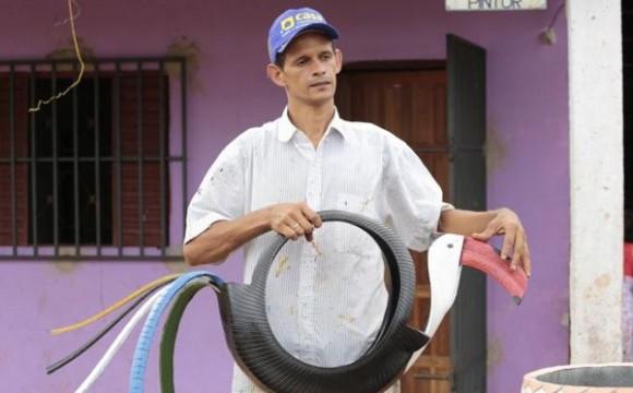 Nossa Araguaína: artesão transforma pneus velhos em obras de arte
