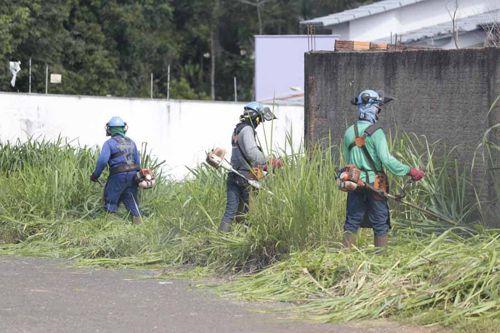Prefeitura inicia limpeza de lotes baldios em Araguaína