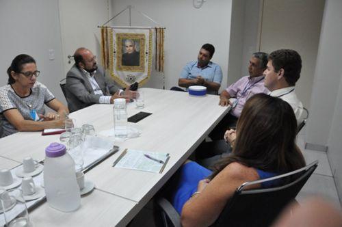 Secretário da Saúde se reúne com médicos em Araguaína e propõe criação de Câmara Técnica